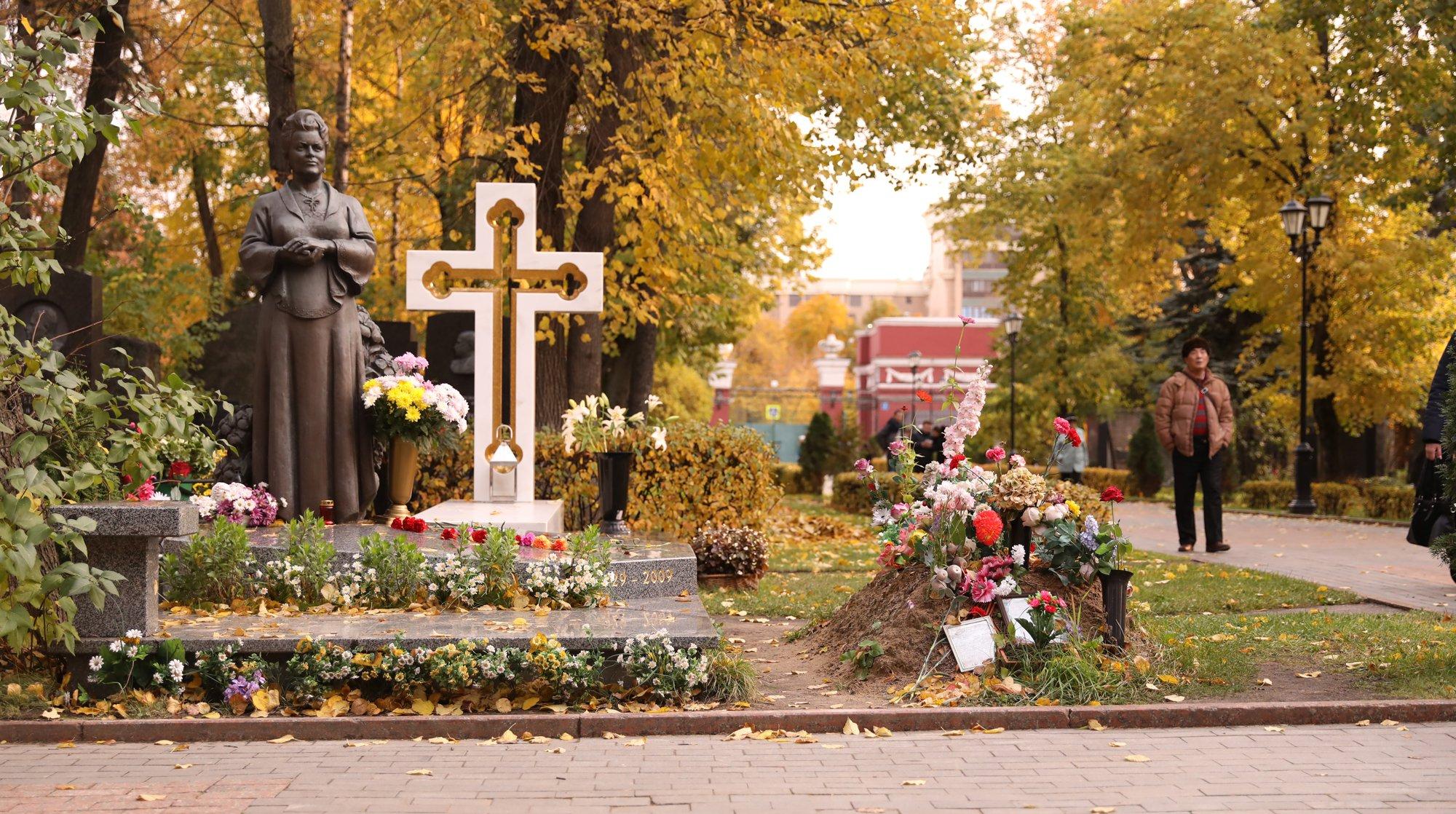 памятник татьяне самойловой фото возникает вине