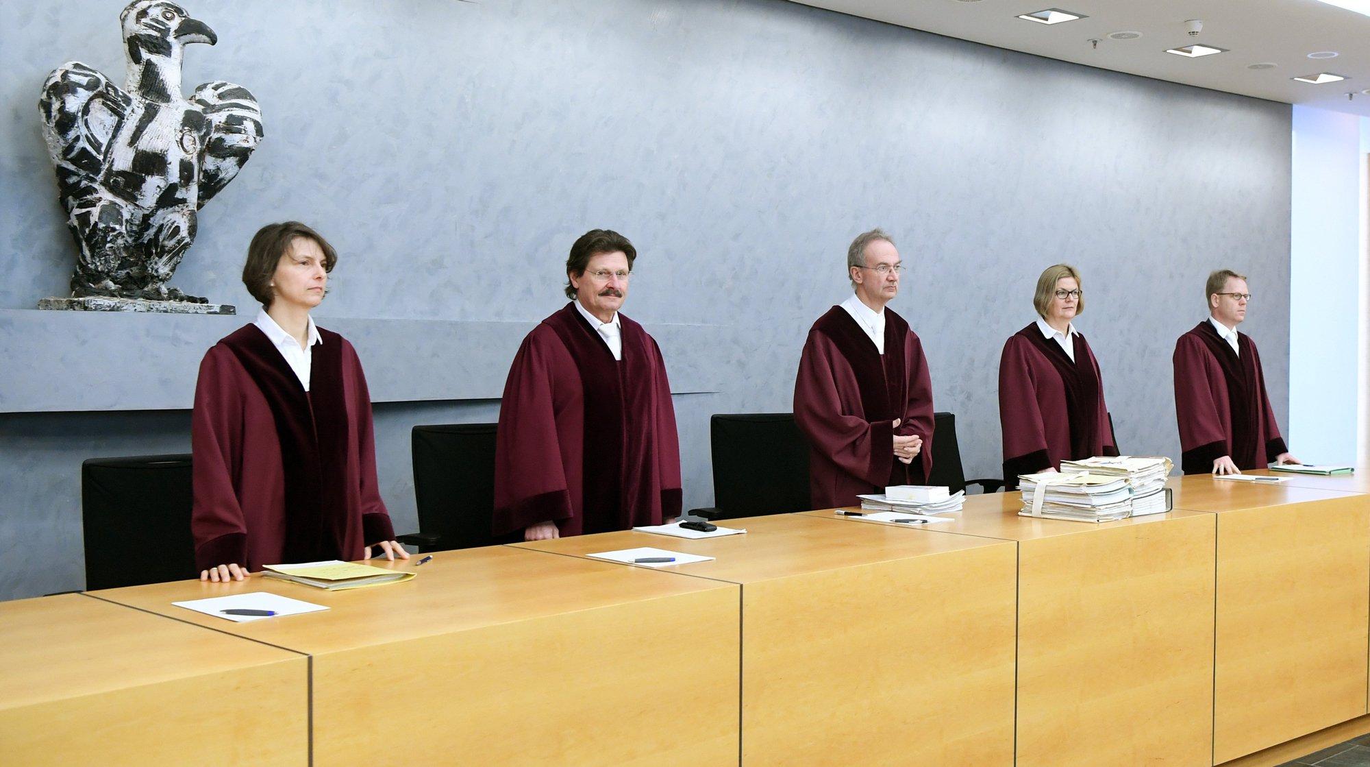 Верховный суд Германии постановил ввести представление  «третий пол» вофициальные документы