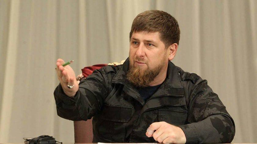 Размещено видео, как Кадыров получил вподарок отПучкова генеральский кортик