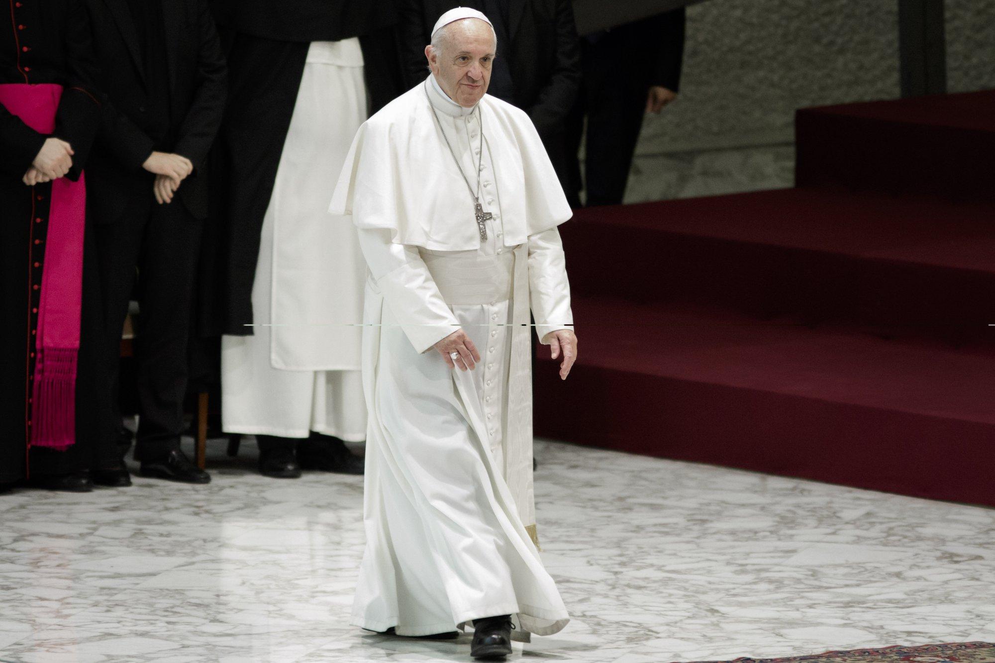 Папа римский осудил СМИ зафейковые инеактуальные новости