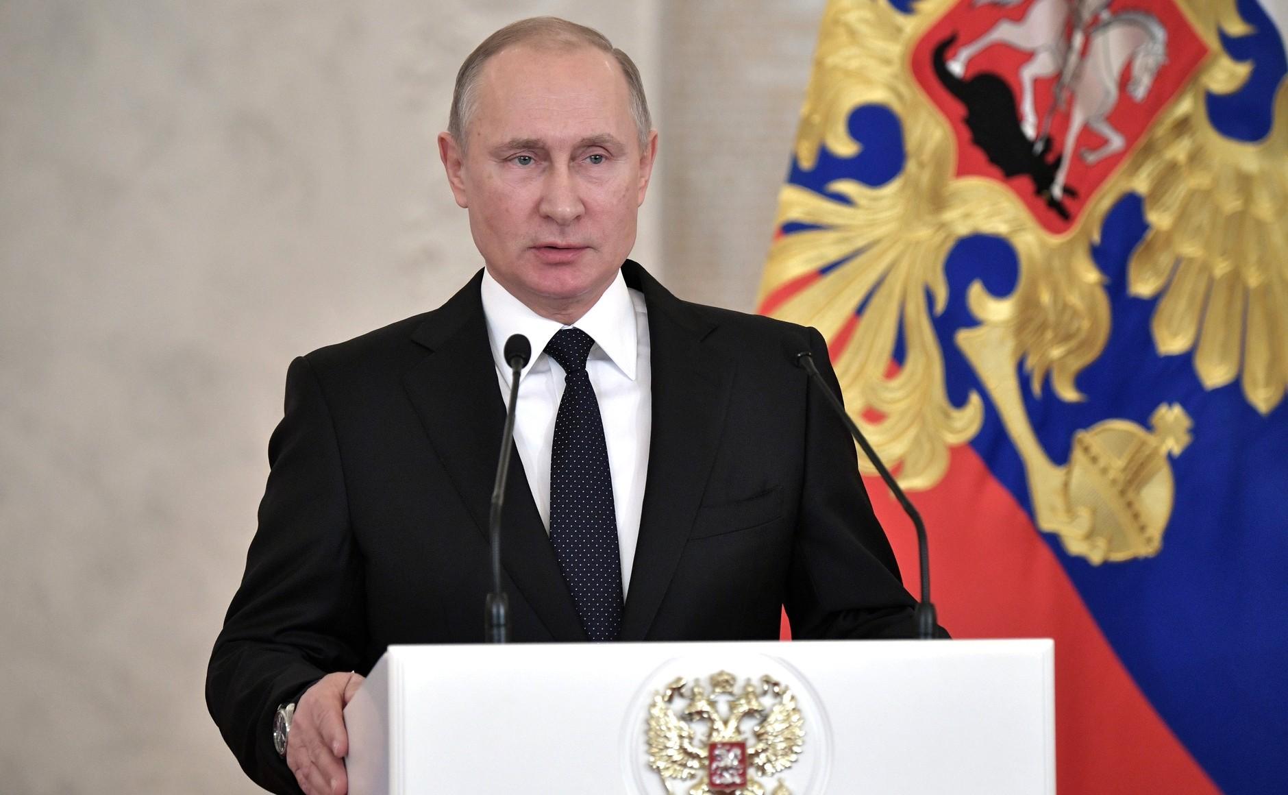 Путин подписал закон овыплатах при рождении первого ребенка