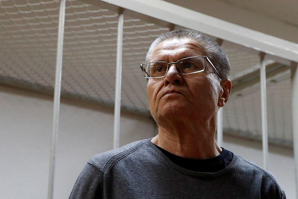 Экс-министр Улюкаев вследственном изоляторе практикует йогу