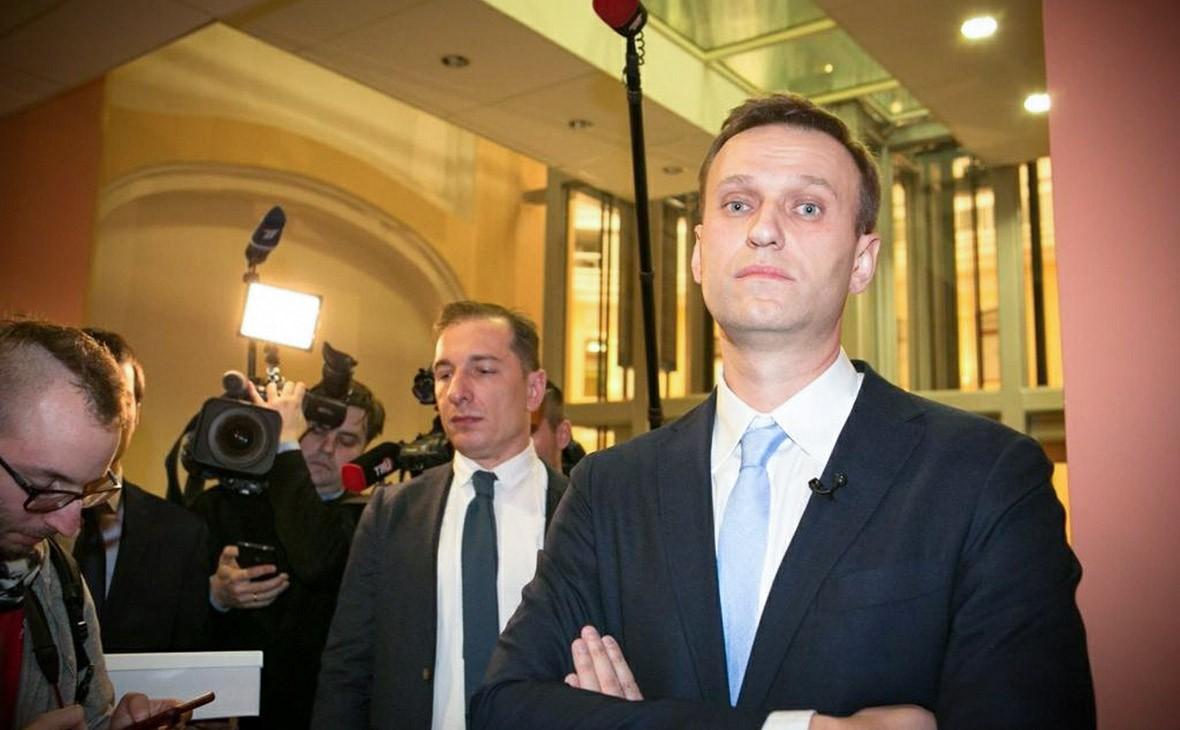 «Альфа-банк» заблокировал счет фонда кампании Навального