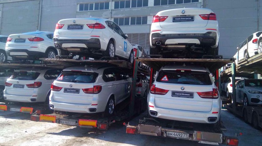 На Красную площадь привезли автомобили BMW для российских олимпийцев