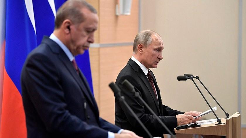 Президент Турции пообещал маленькой девочке вкамуфляжной форме похороны спочестями