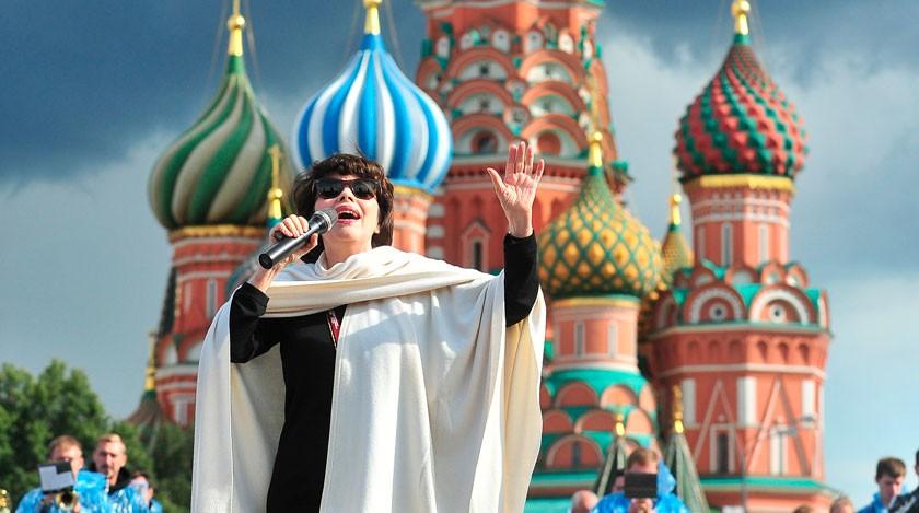 Мирей Матье впервые споет на русском языке произведения Петра Чайковского