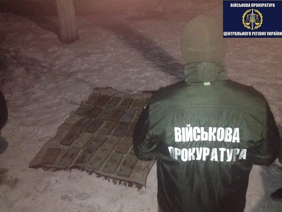 Лысенко: схвачен военнослужащий-контрактник, продававший субъекты динамической защиты танков