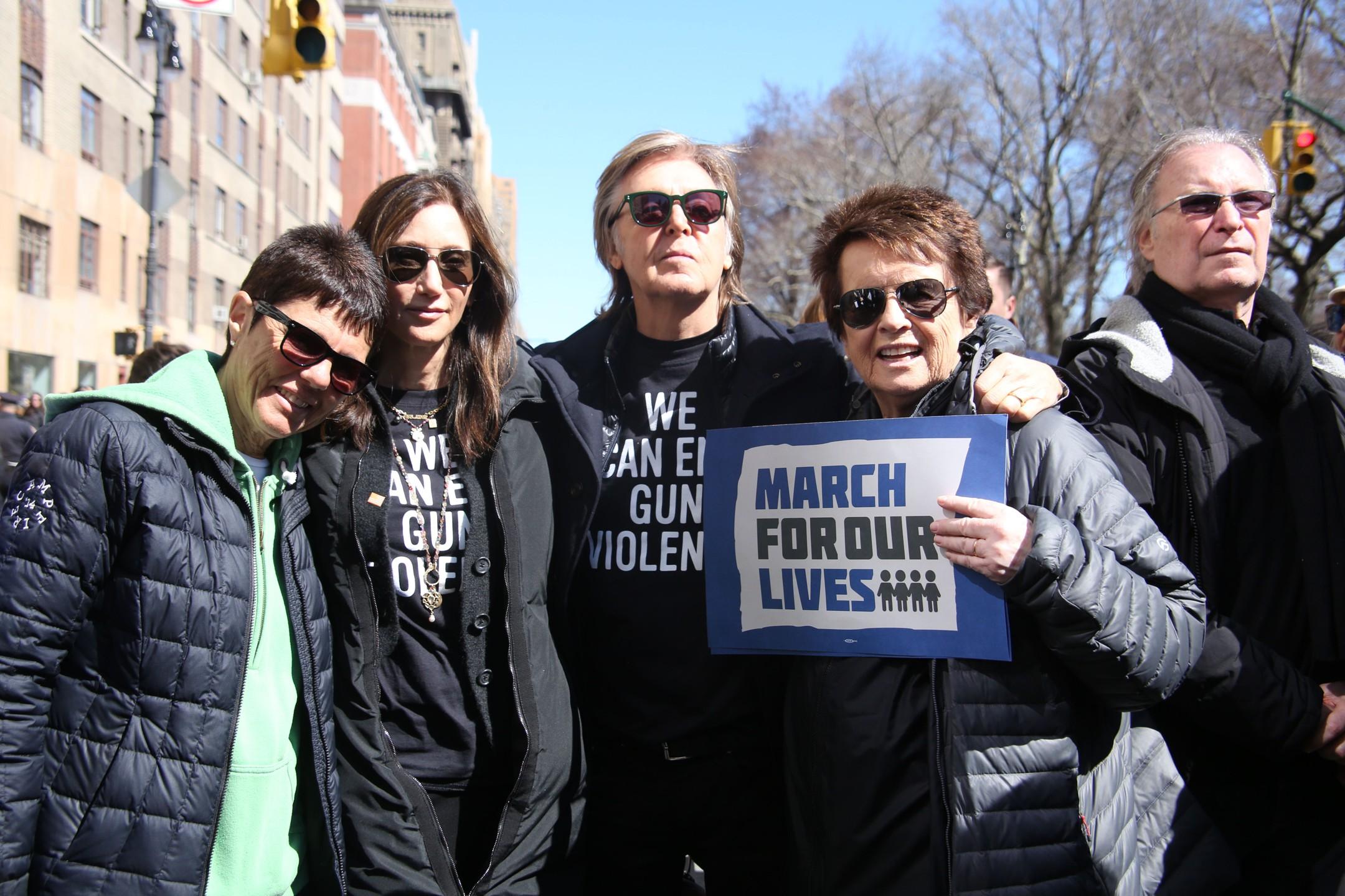 Пол Маккартни вНью-Йорке вышел намарш против оружия