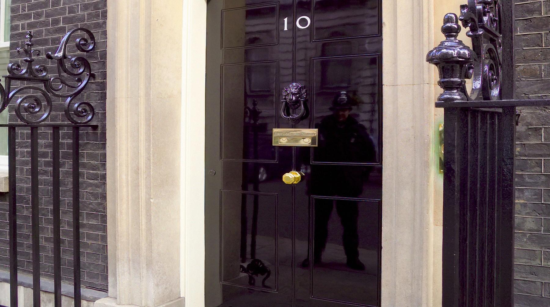Английские  власти планируют расширить санкции против русских  олигархов