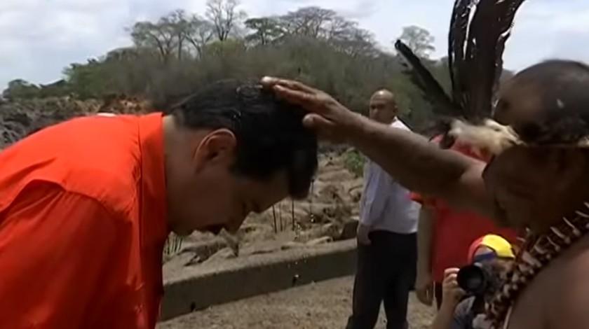 Мадуро начал предвыборную кампанию сблагословения шаманов