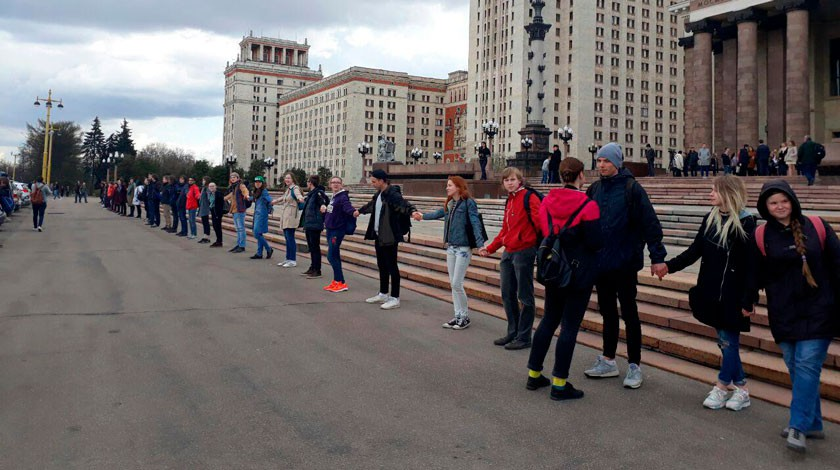 Студенты перекрыли вход вМГУ, протестуя против фан-зоны кЧМ
