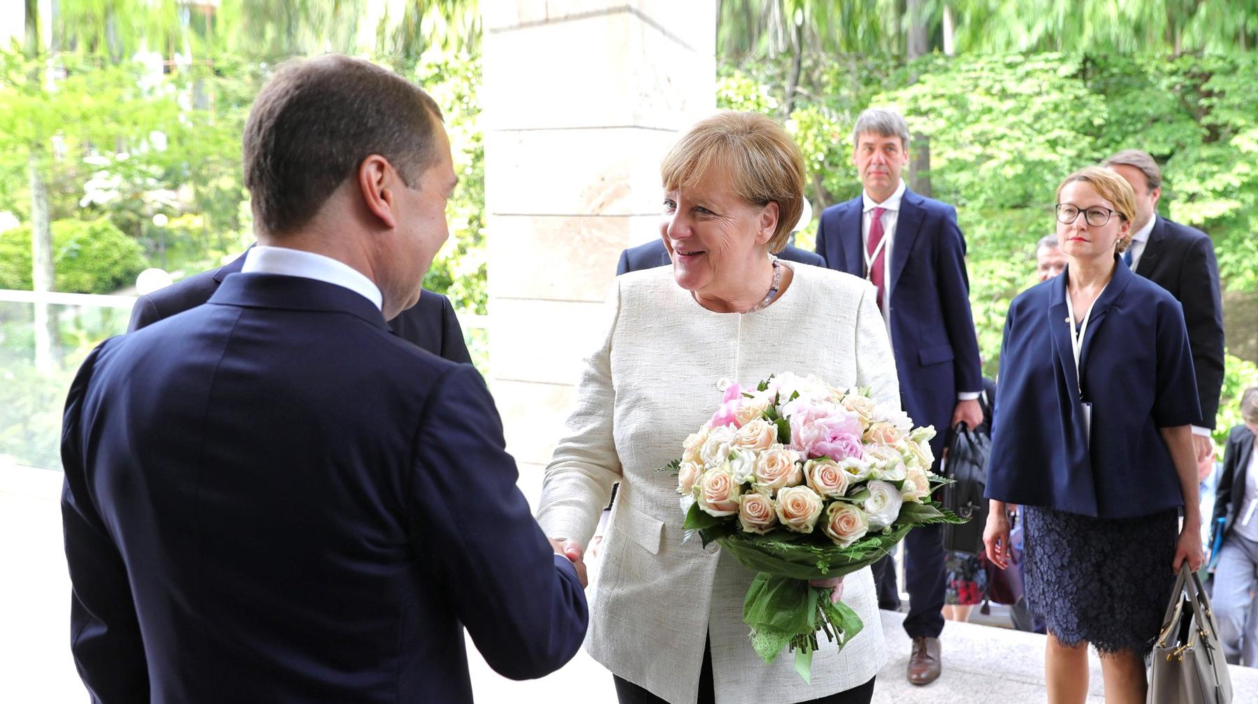 518699fc Основой для букета, который Путин вручил Ангеле Меркель, стала цветочная  композиция «для иностранных