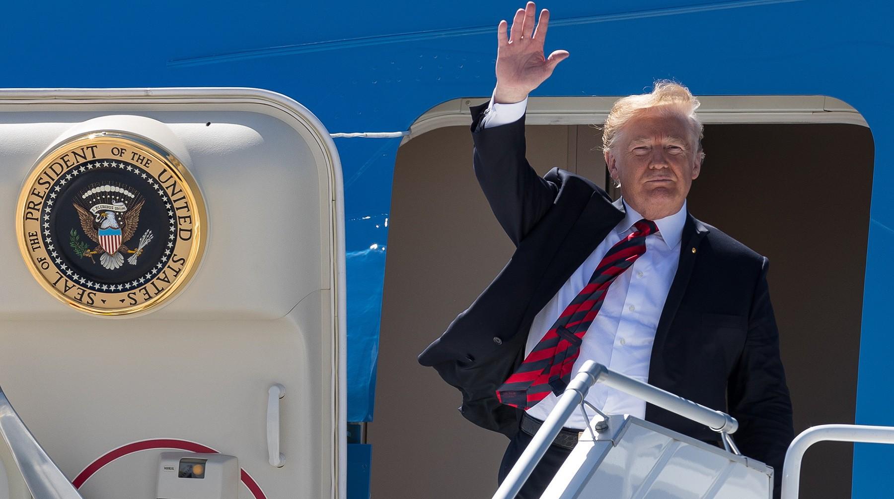 Самолет Трампа приземлился навоенной базе Сингапура
