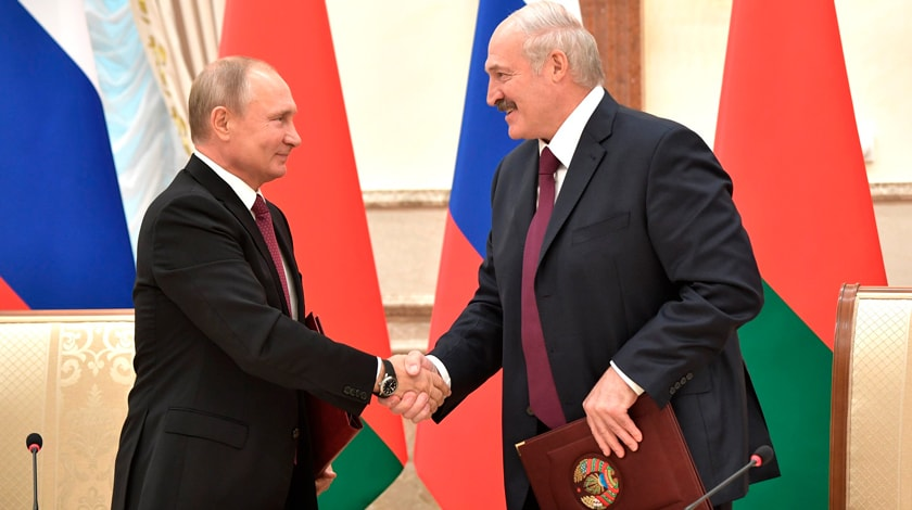 Путин поздравил Лукашенко сДнем независимости Белоруссии