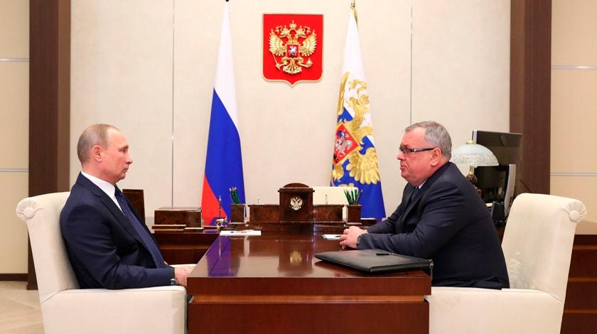 Руководитель ВТБ попросил Владимира Путина избавить экономику отдоллара