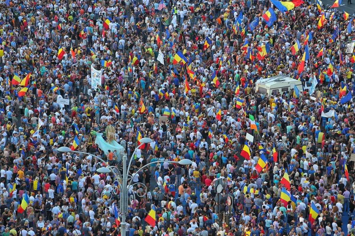 В митинге участвуют более 10 тысяч человек