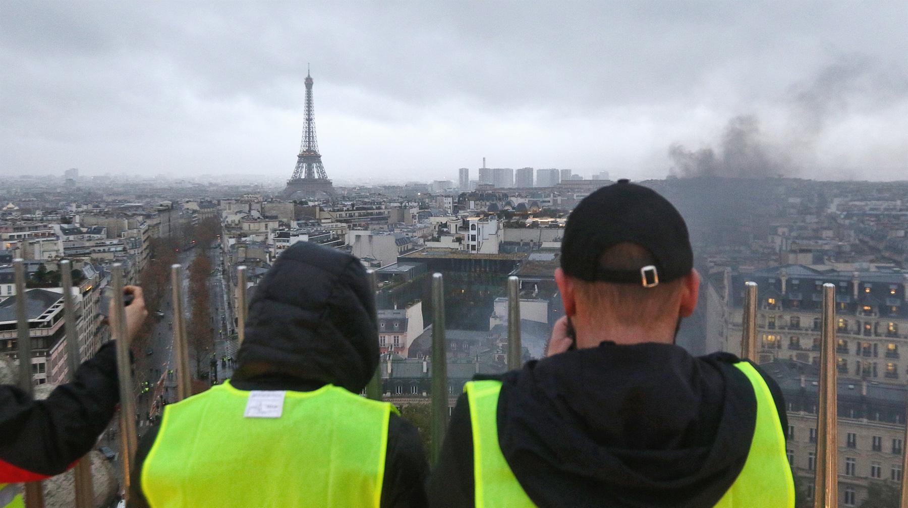 AFP: премьер Франции хочет объявить мораторий наповышение налогов на горючее