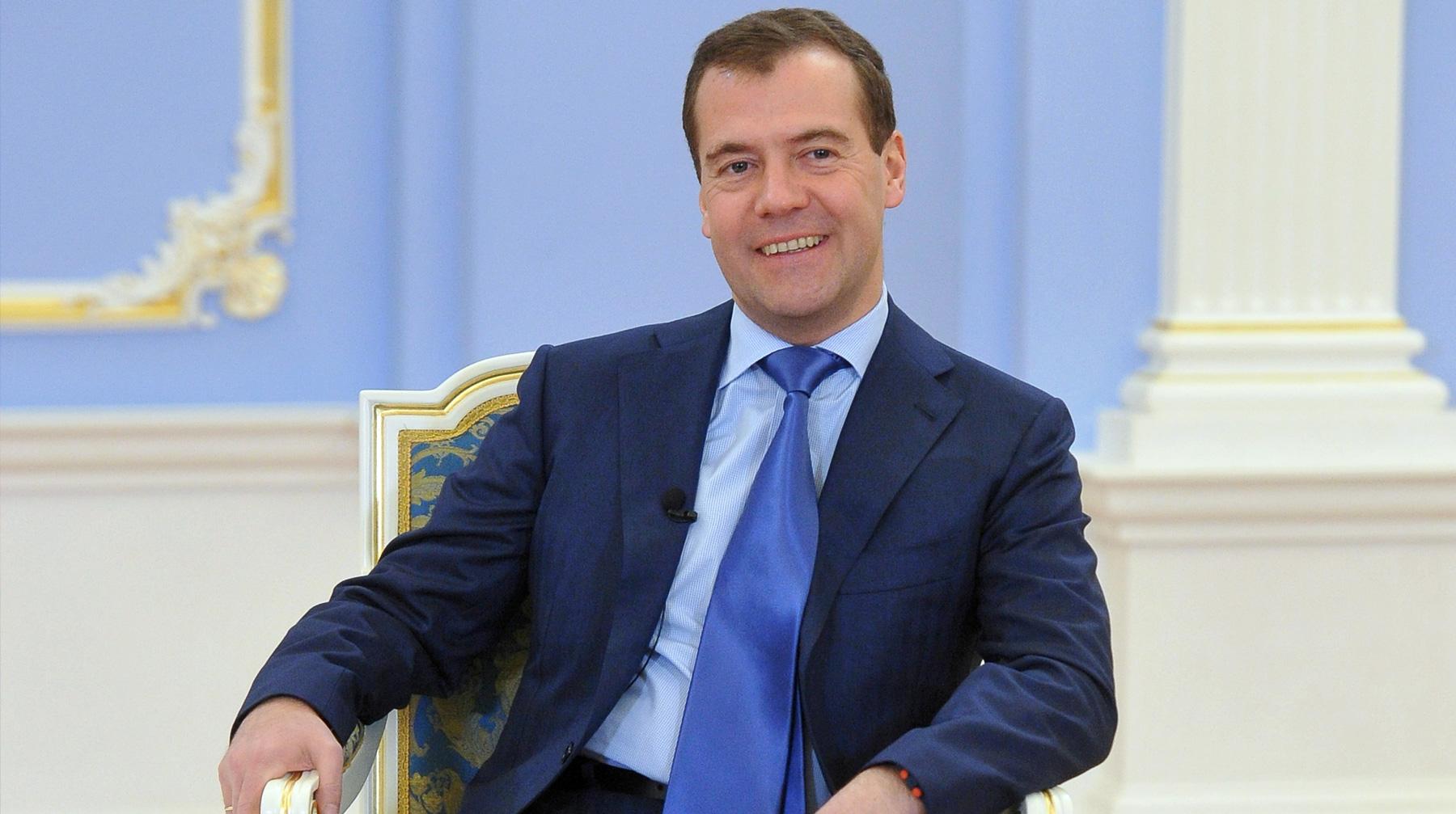 По его мнению благополучие граждан РФ зависит от роста зарплат здоровья образования и регуляторной гильотины