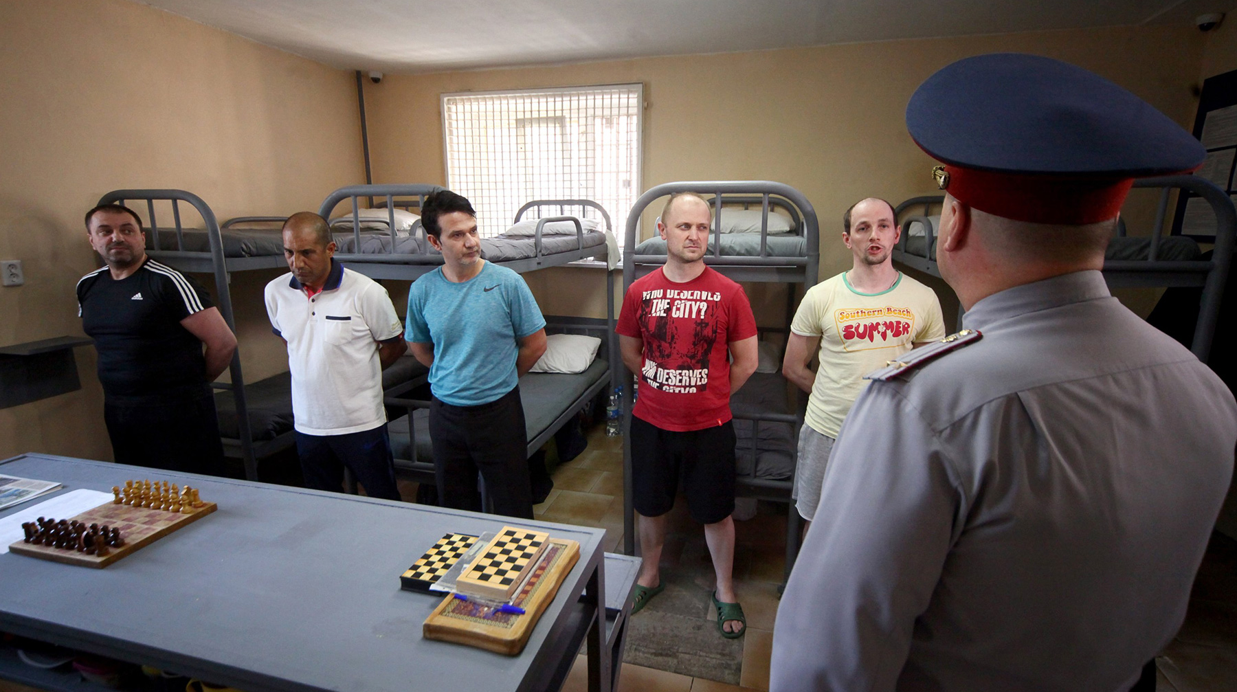 Путин поручил активизировать правовую защиту граждан России зарубежом