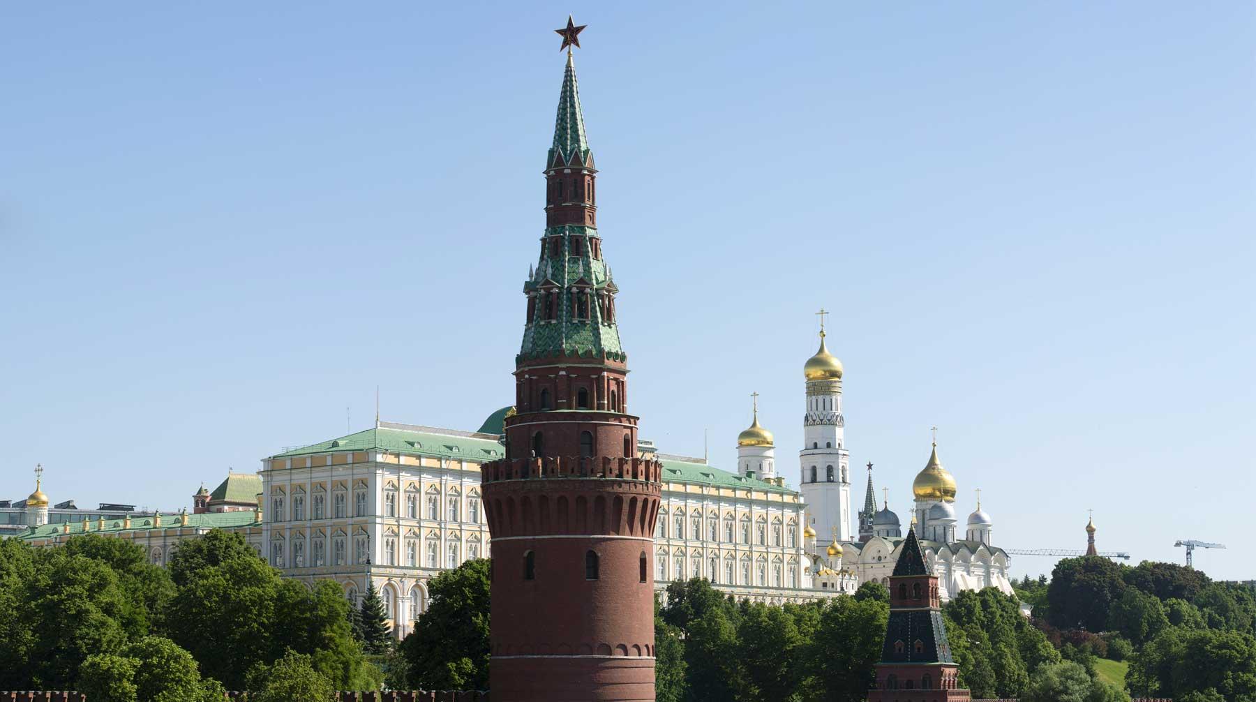 При этом Песков отметил что у президента только один который формируют граждане страны оценивая его работу