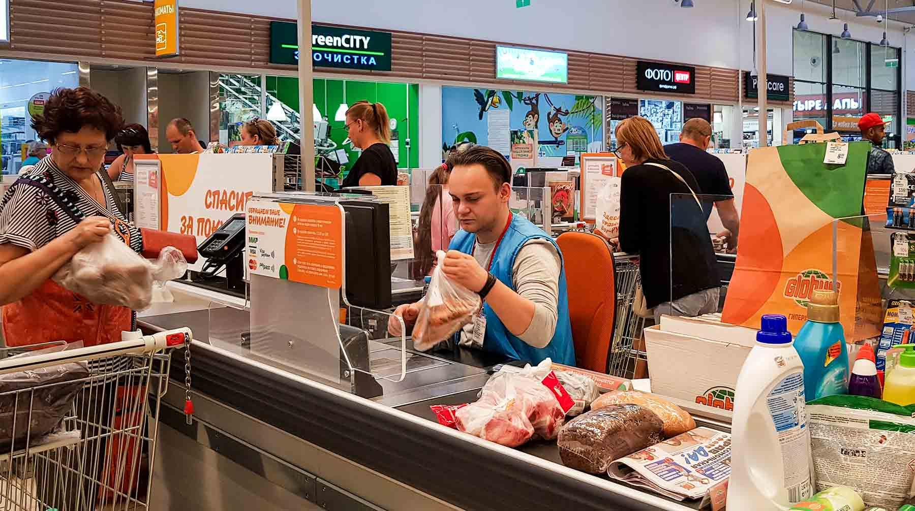 Представитель АКОРТ Илья Власенко отметил, что россияне не останутся без продуктов Фото: © Global Look Press / ALEXEY BYCHKOV