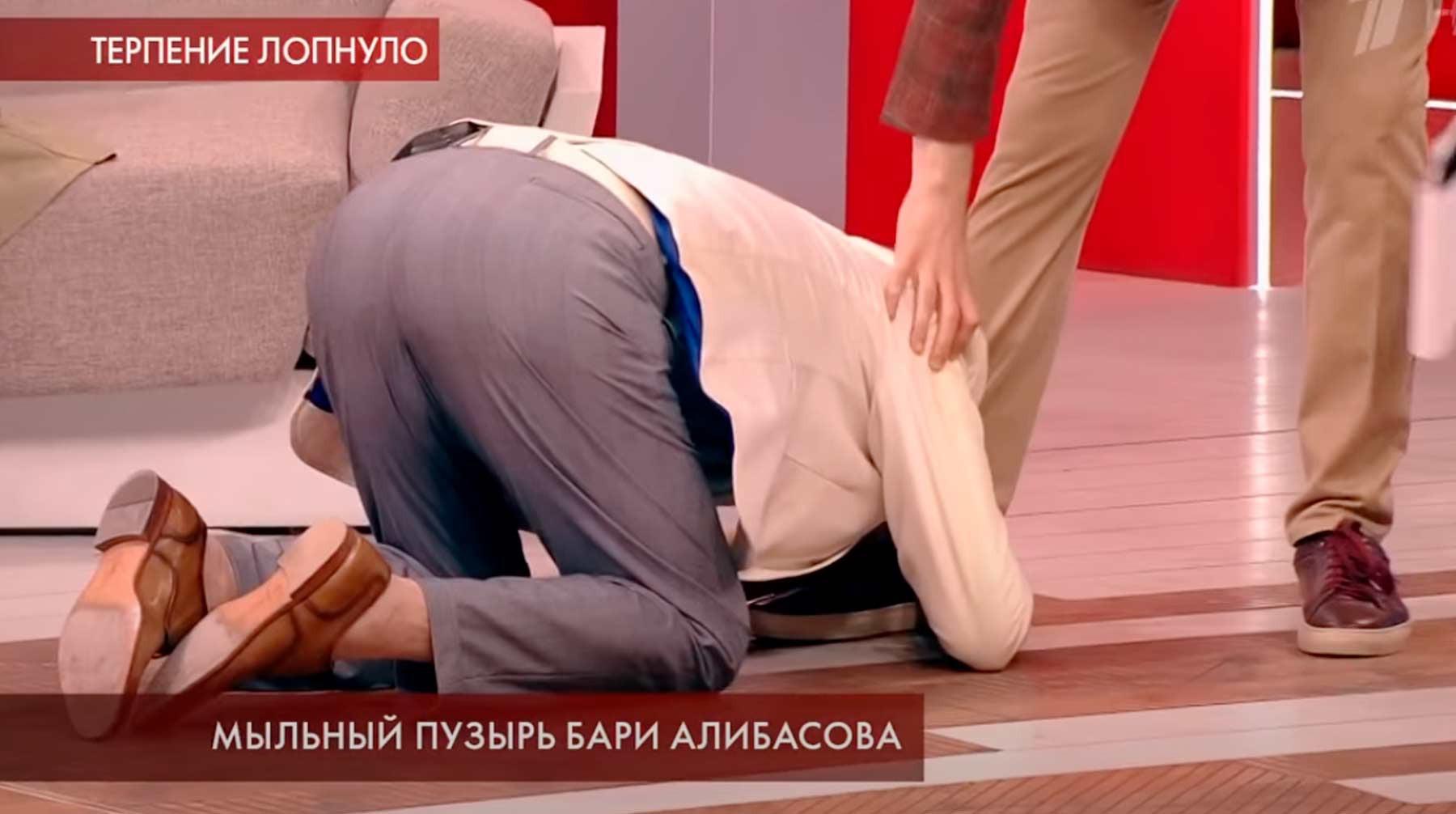 """Скриншот: с Видео Пусть говорят """"Мыльный пузырь Бари Алибасова"""""""
